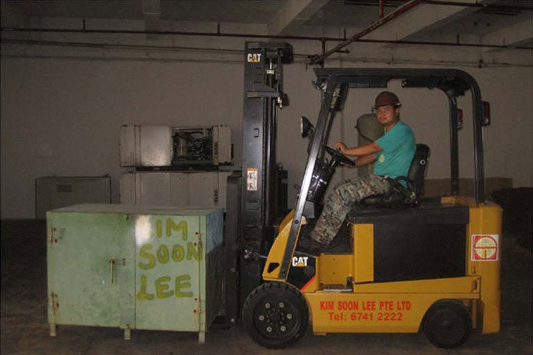 3-ton-battery-operated-forklift